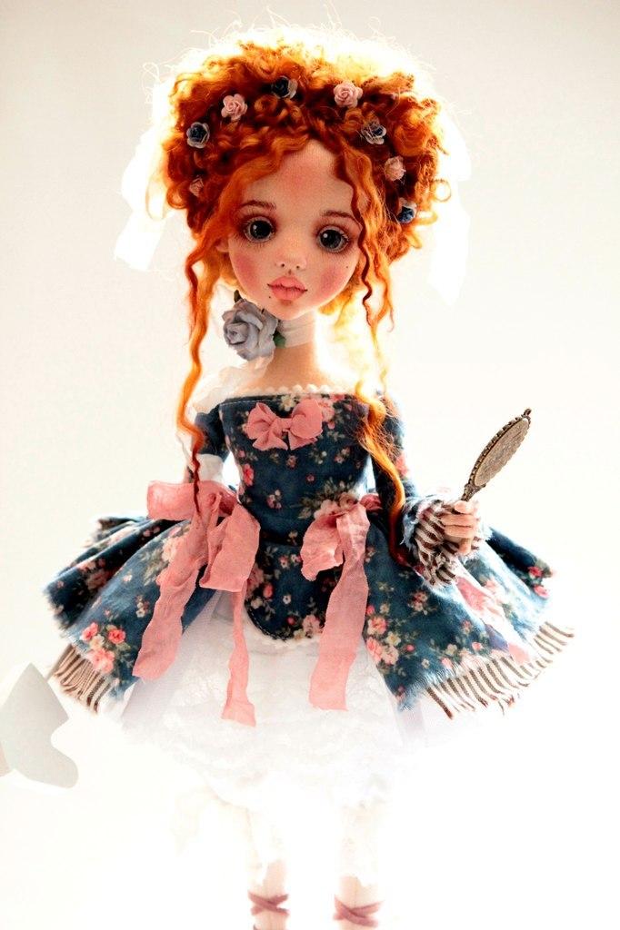 кукла с рыжими волосами