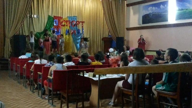 спортивная презентация нашего отряда:) выкрутились как могли за очень короткий срок:) я как всегда с фирменной песней)