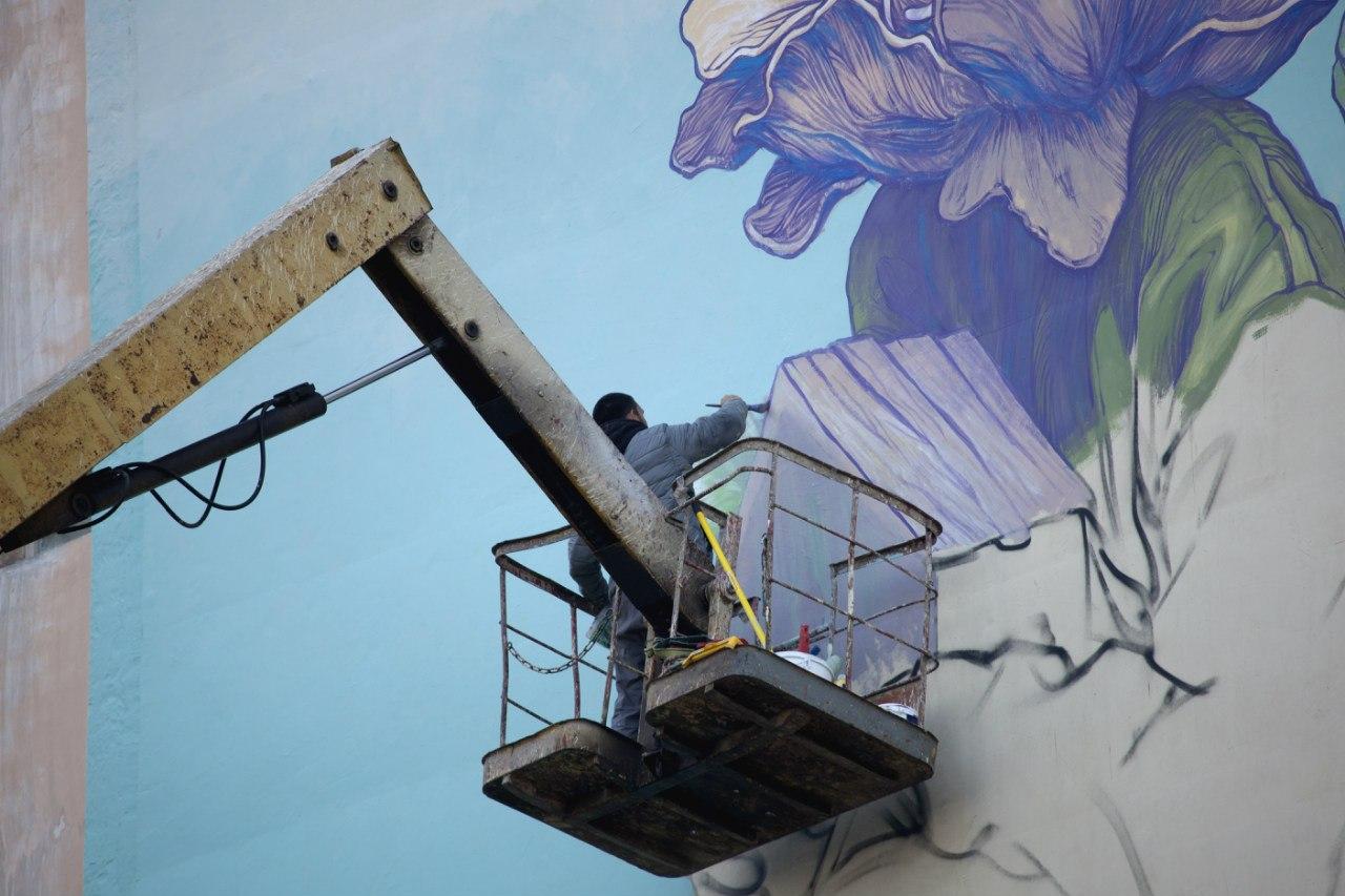 Уличный художник когда красил дом в