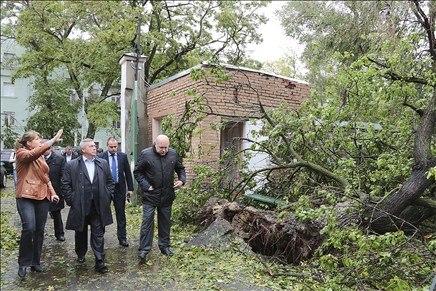 Василий Голубев посетил пострадавший от стихии 24.09.2014 Таганрог