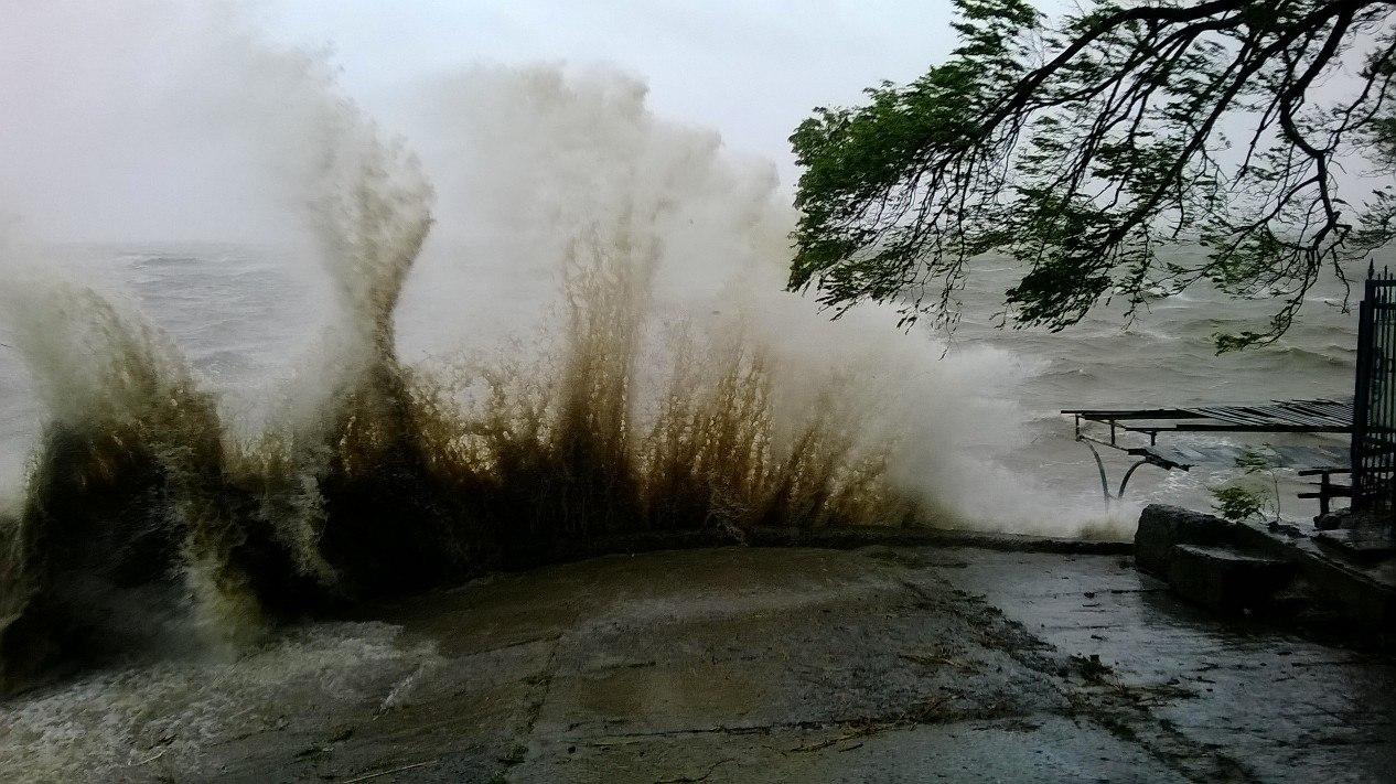 В Таганроге уровень воды в заливе может подняться до неблагоприятных отметок, возможны подтопления