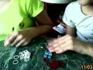 как делать браслет из резинок 1 и 2 перерывчик не большой