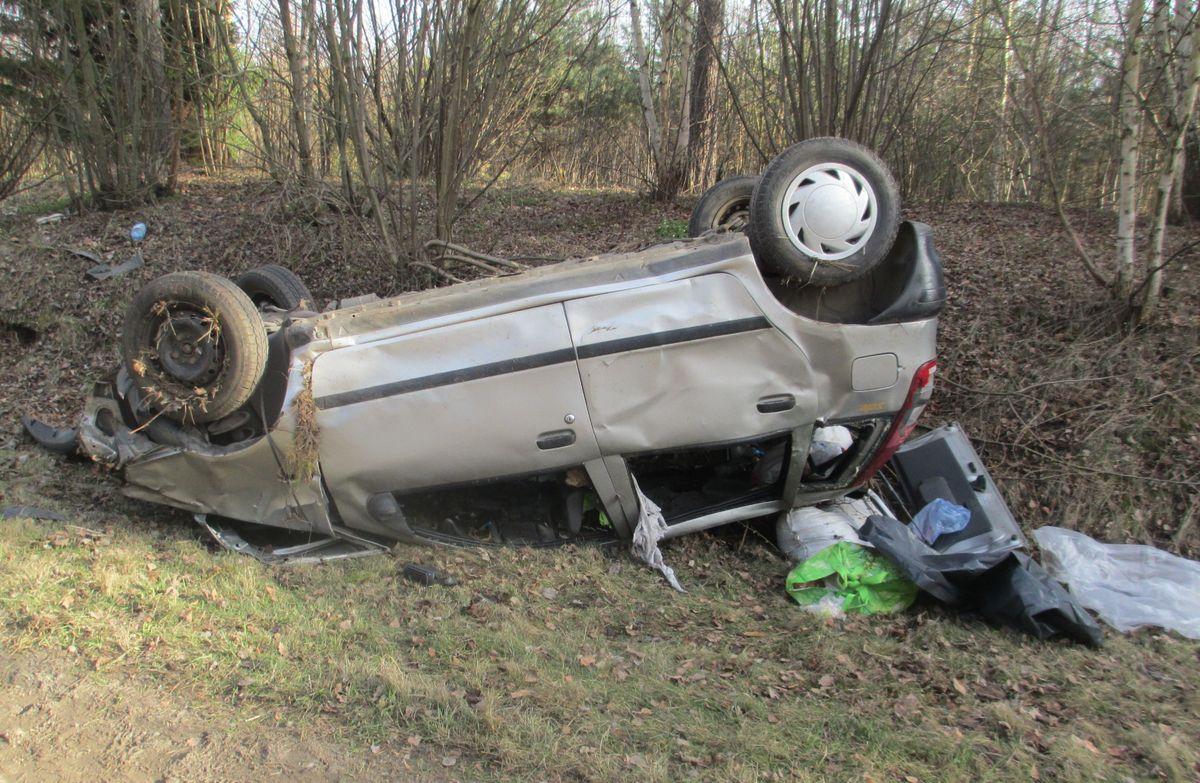 В Ляховичском районе Fiat при обгоне вылетел в кювет и опрокинулся: пассажир погиб