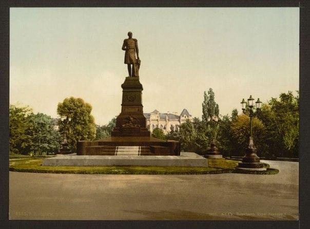 Киев. Памятник Николаю I. Построен в 1896 г. Сейчас на его месте памятник Т.Г.Шевченко