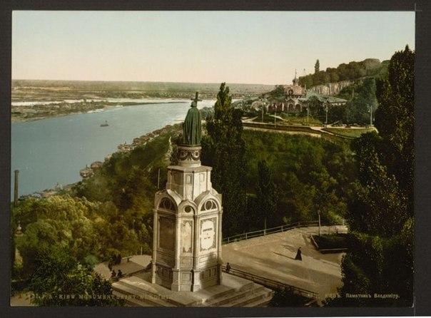Киев. Памятник Владимиру Великому. Сооружен в 1853 г.