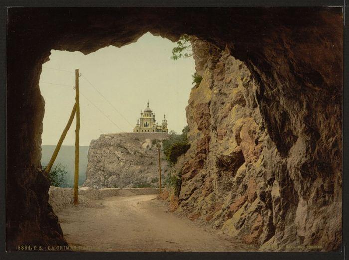 Крым. Вид из туннеля.