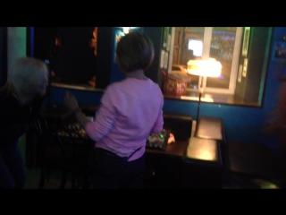 Наши со Светой танцы в баре