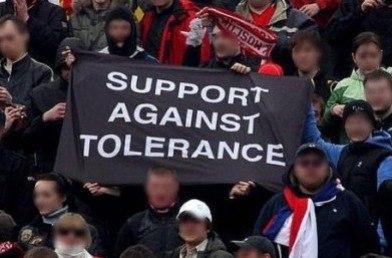 3b65dbd9 Власти Москвы намерены привить футбольным фанатам толерантность к нежданным  гостям Белокаменной, а так же провести профилактику экстремизма и  религиозной ...