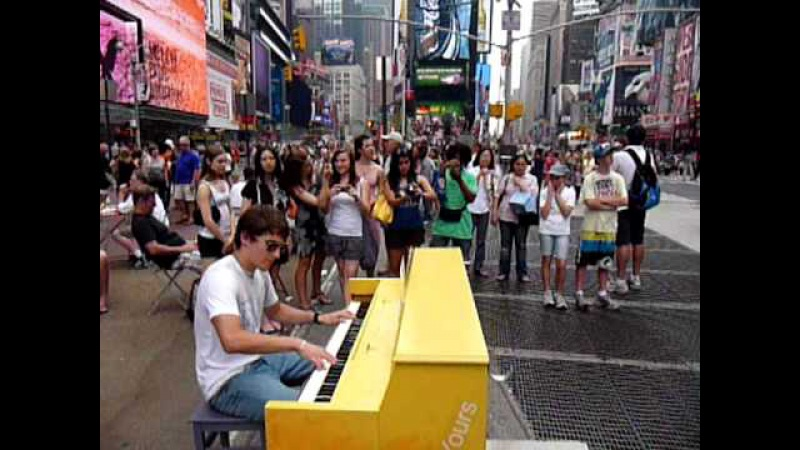 Silvans boogie in the middle of Times Square