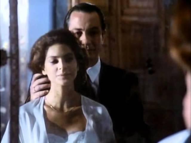Tano (Remo Girone) Esther (Simona Cavallari). La Piovra