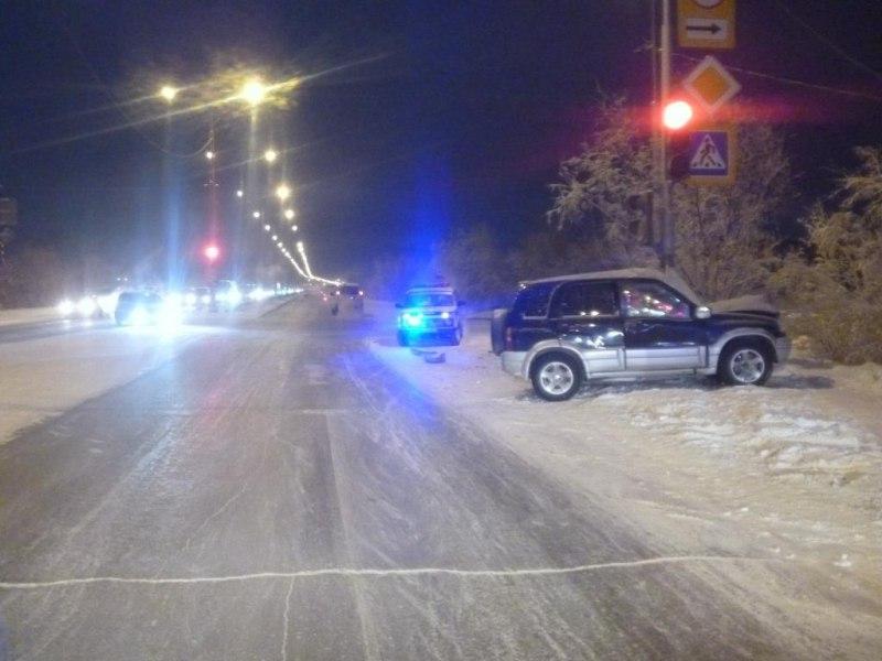 Пьяный водитель наехал на столб в Якутске