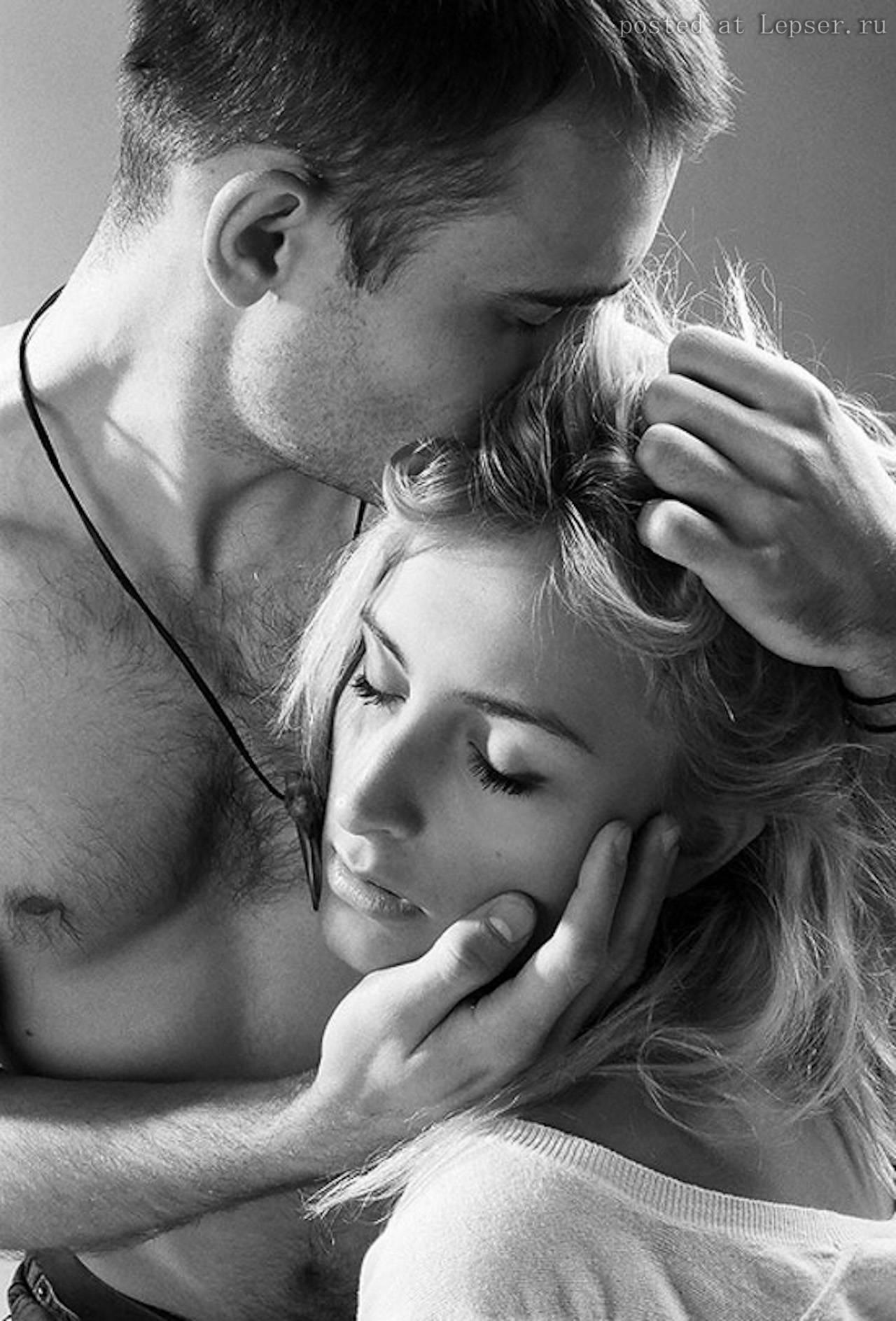 Я поглажу тебя по коленям поцелую твою шею груди 2 фотография