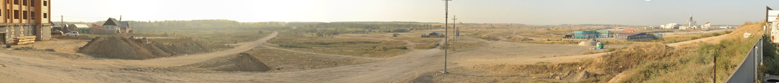 Вид на территорию проектируемого ТРК с южной окраины г. Соль-Илецка, ул. Комсомольская