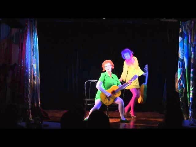 КЛАВЫ клоунское трио. номер ГИТАРИСТКИ. KLAVY clown trio