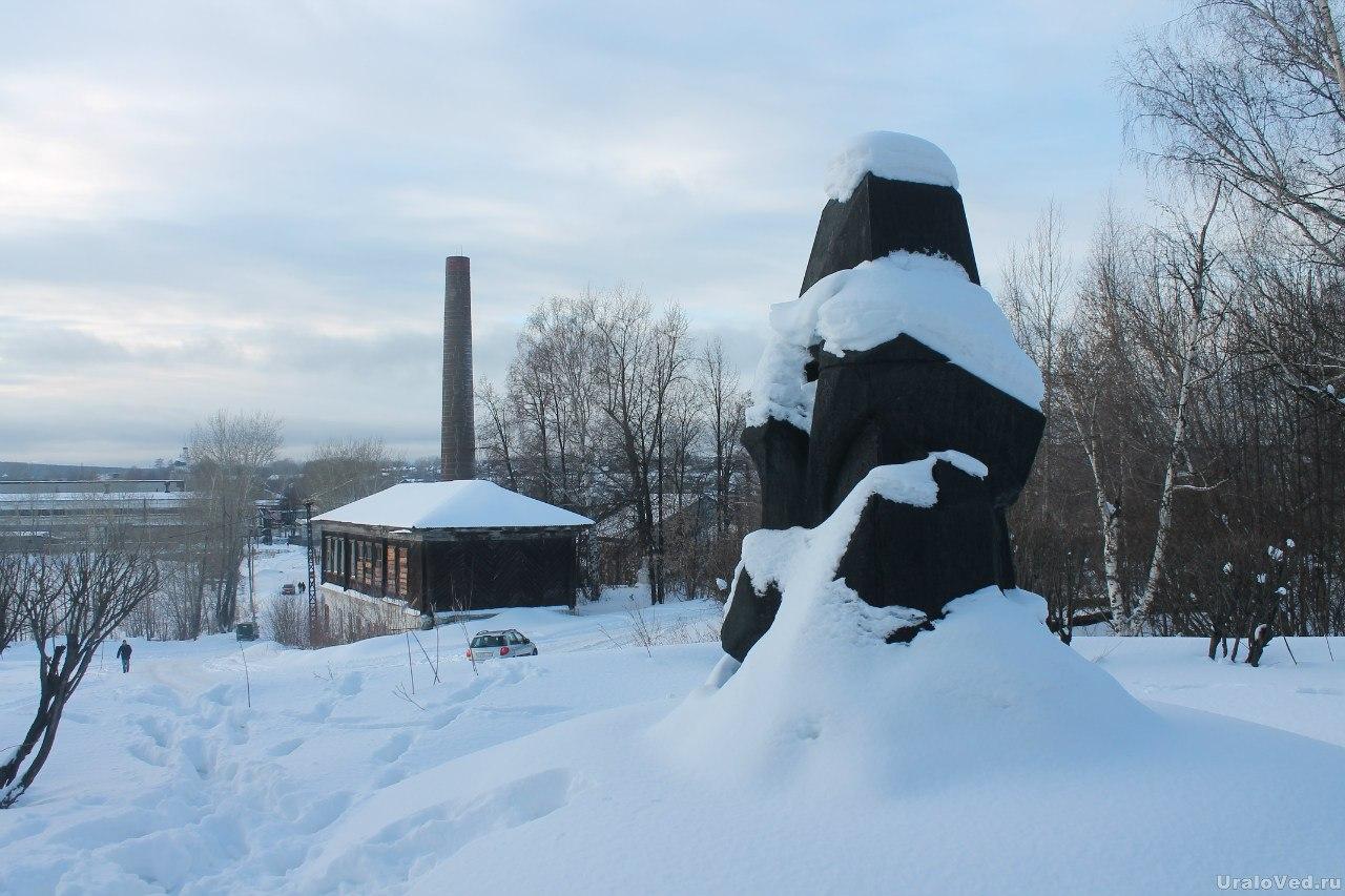 Постамент памятника Александру III и Карлу Марксу в Кушве