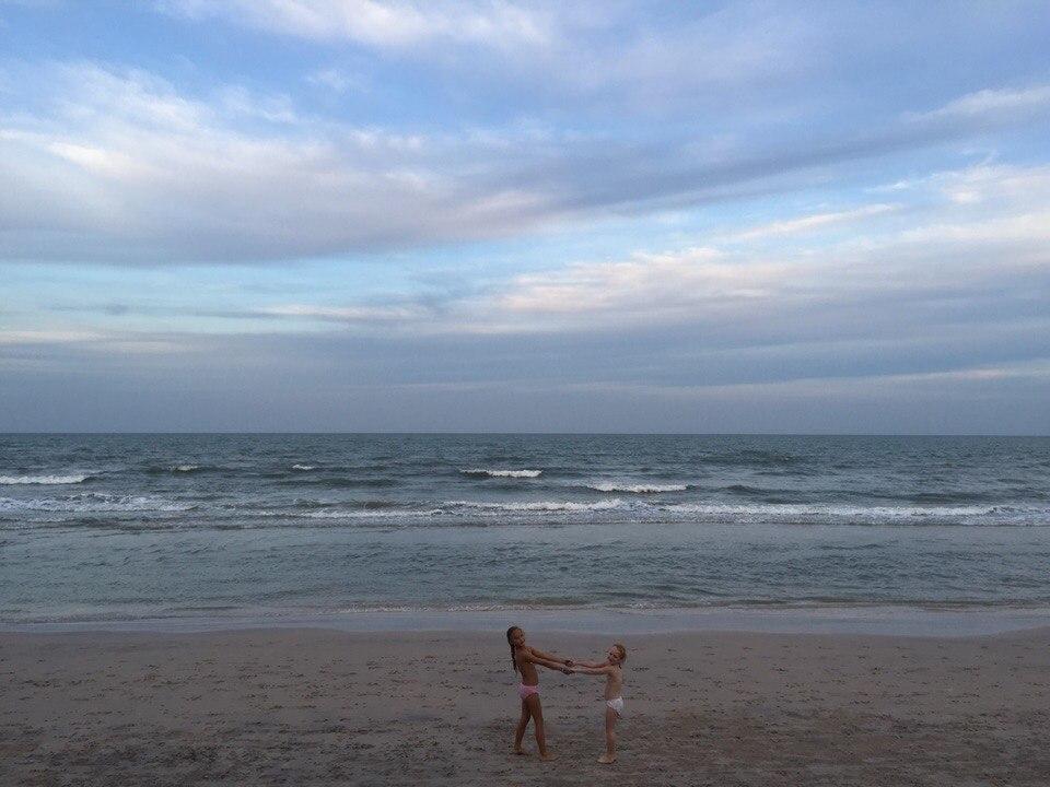 пляж вечер дети