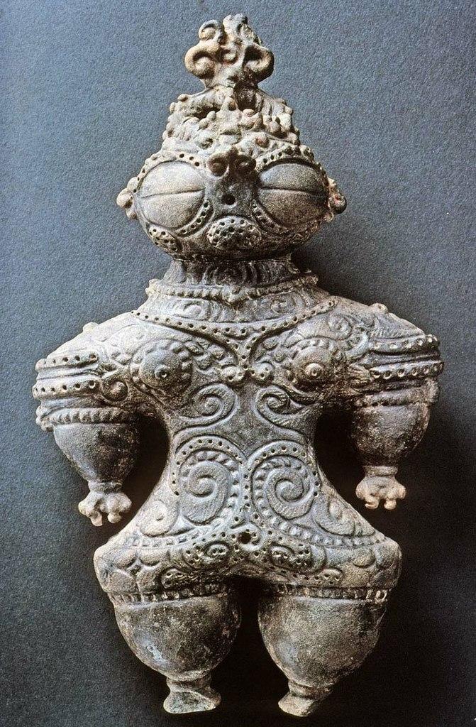 валтея - Куклы как объект поклонения: традиционные, обрядовые, магические, вуду. Идолы,тотемы, ритуальные маски, обереги, артефакты. HtHcq27Y_HQ