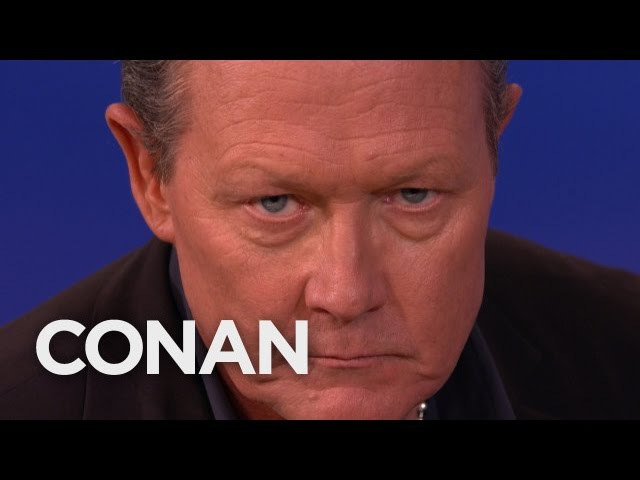 Robert Patrick Recreates His «T2» Look