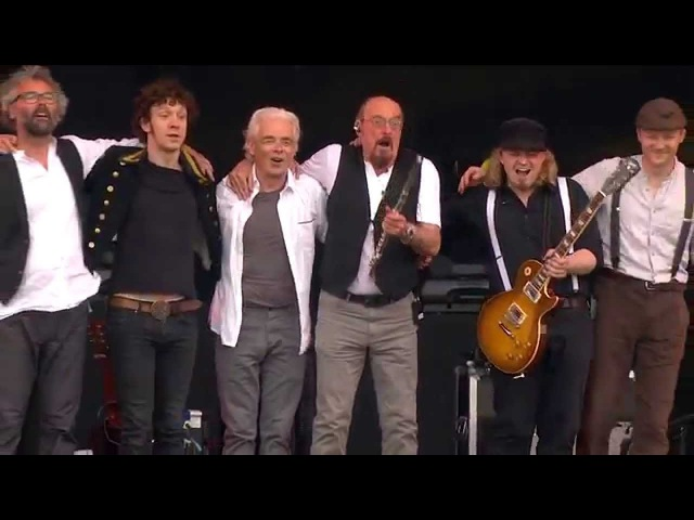 Jethro Tulls Ian Anderson - Locomotive Breath - Isle of Wight Festival 2015 - Live