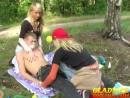 Девки издеваются над парнем и дрочат ему