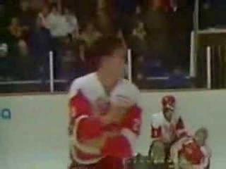 Хоккейная драка в Пьештянах, МЧМ 1987 года, матч СССР - Канада.