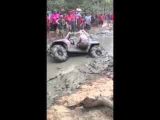 Девушки такое вытворяют в грязи