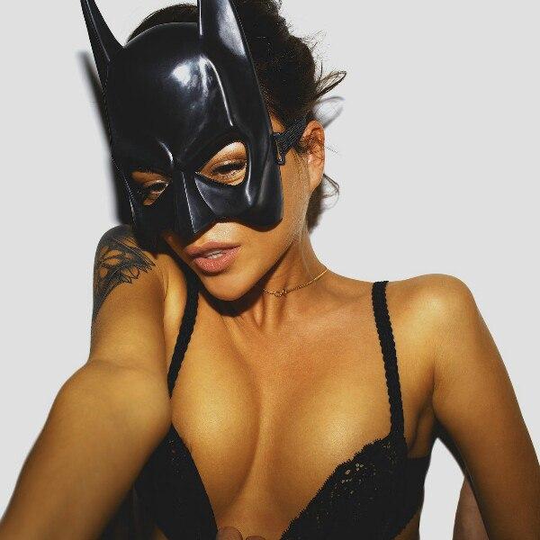девушка бэтмен