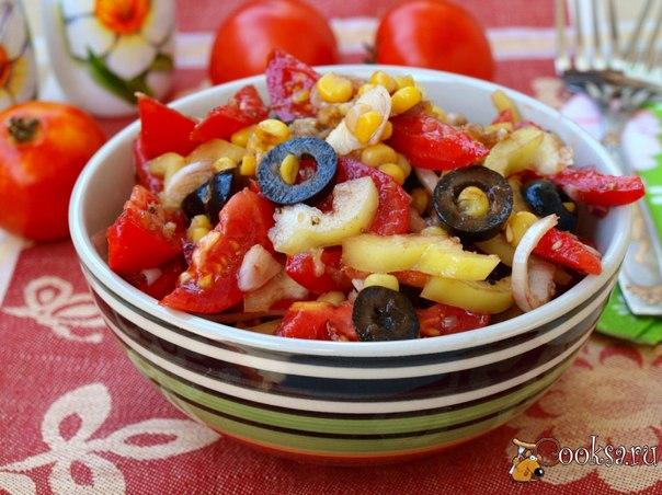 """Салат """"Мексиканец"""" #салат #кулинария #овощи #лето #рецепты Предлагаю приготовить вкусный салат """"Мексиканец"""". Готовила его раньше с консервированной кукурузой, а в этот раз решила с отварными початками сделать. Так этот салат получился более ароматным, хотя в этом ещё немалая заслуга свежих овощей с собственного огорода. Этот салат сможет разнообразить меню для вегетарианцев и подойдёт для поста."""