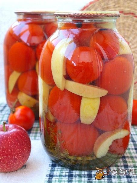 Маринованные помидоры с яблоками #помидоры #кулинария #заготовки #лето #рецепты Наконец и мой консервный завод заработал. Совершенно не планировала в этом сезоне делать много заготовок, но пришлось спасать урожай. Предлагаю попробовать заготовить вкусные маринованные помидоры с яблоками. Очень вкусная получается заготовка, а маринад можно использовать для приготовления борща. Расчёт дан на 2 банки объёмом 2 л.