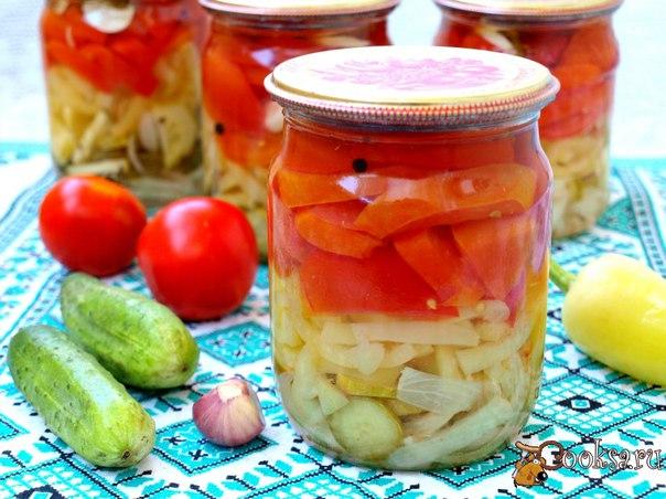 """Салат """"Ассорти"""" на зиму #овощи #кулинария #заготовки #лето #рецепты В этом сезоне решила как обычно заготовить несколько салатов. Салат """"Ассорти"""" на зиму - вкусный овощной салат, состоящий из лука, помидоров, перца и огурцов. Зимой салат можно подавать к любому гарниру. Расчёт специй на 2 банки по 0.5 л."""