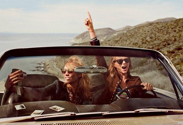 Фотосессия Тейлор Свифт и Карли Клосс для журнала Vogue 2015