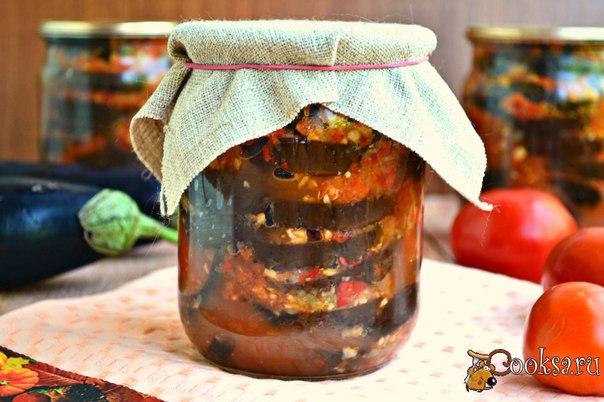 """Баклажаны """"Огонек"""" с медом на зиму #баклажаны #кулинария #заготовки #вкусно #рецепты Настоятельно рекомендую вам приготовить баклажаны """"Огонек"""" с медом на зиму. Такую заготовку я делала постоянно, но именно с медом - это вообще супер! Баклажаны получаются острыми, но не обжигающими, с тонким ароматом меда. Еще рецепт интересен тем, что баклажаны не жарятся, а запекаются в духовке, благодаря чему расход масла намного меньше. Да и в готовом виде баклажаны получаются не такими…"""