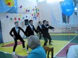Зажигательно-спортивные танцы от бравых парней!!!!