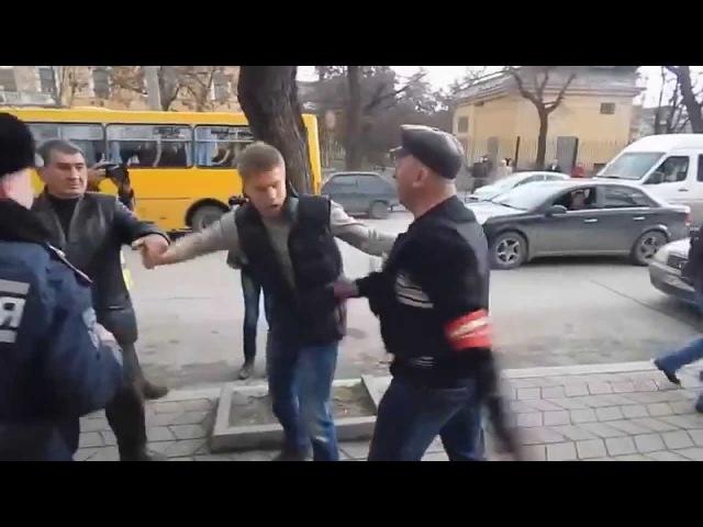 Гончаренко в Крыму получил по Е@лу...