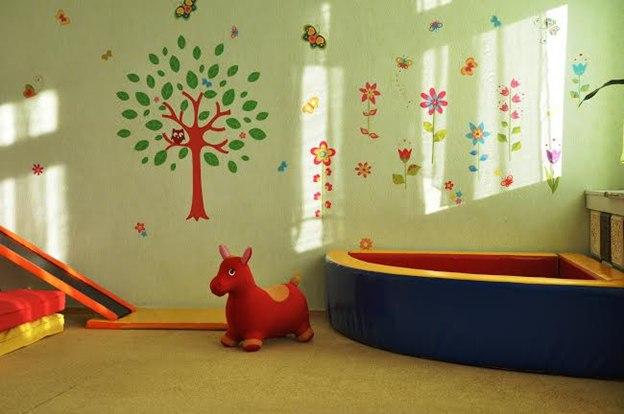 наклейка на стену дерево фото, наклейки бабочки фото, наклейки цветы фото, наклейка сова фото, яркие наклейки фото, детские наклейки фото, наклейки для детей фото, оформление стен в детском саду фото, оформление детского сада фото, виниловые наклейки фото, виниловые наклейки на стену фото, наклейки на стены больших размеров фото, декор стен фото