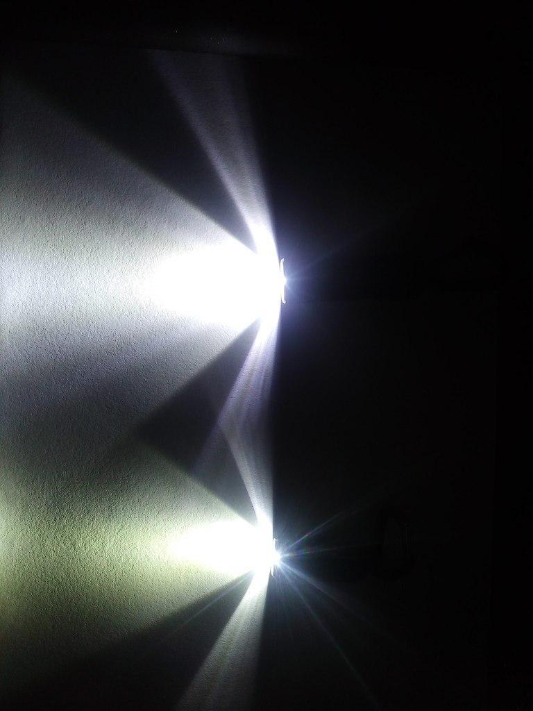 Другие - Китай: Наключные фонарики Speck и Spark
