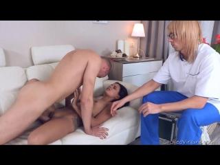 порно инцест у врача
