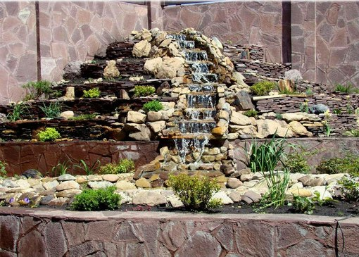 Водопады из плоского камня