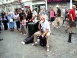 Дедушка рокенрольщик за 5 минут завёл целую улицу !!! Настроение + 500%