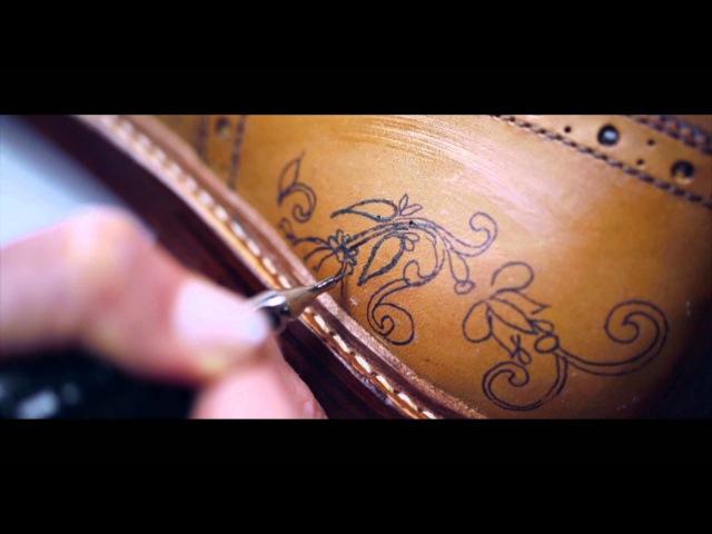 Ручная работа: татуировки на туфлях от Oliver Sweeney