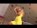 Красивые девушки: Венгерская порноактриса, красавица блондинка в жёлтом платье Sophie Moone (Софи Мун) показывает все свои преле