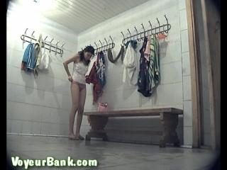 Скрытая камера в раздевалке душевой одного женского общежития
