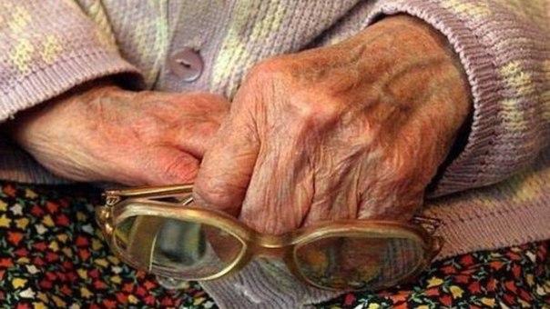 К пенсионерке в Нюрбе ворвался незнакомец и вымогал 15 тыс.рублей