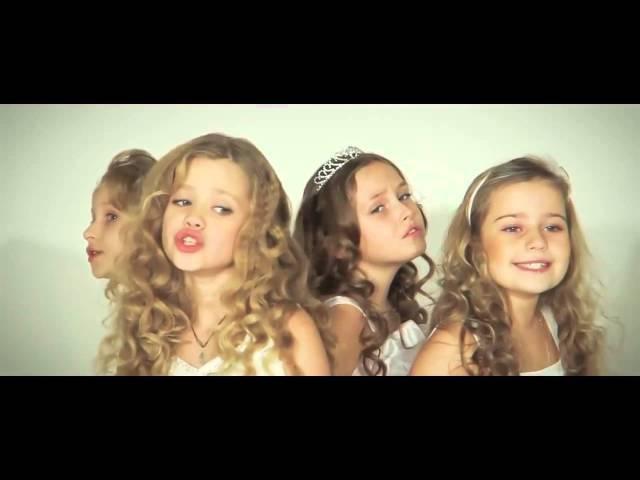 Дети красиво поют песню про маму