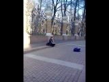 Игра музыканта на необычном мне инструменте,возле собора Спас на крови...