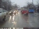 Дороги в Саратове... группа: http://vk.com/avtooko сайт: http://avtoregik.ru Предупрежден значит вооружен: Дтп, аварии,аварии ви