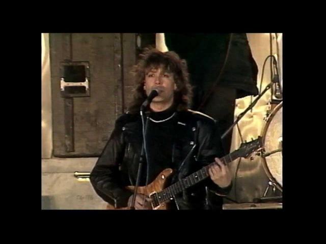 В.КУЗЬМИН - Снится мне маленький город (Live) 1993 г. (Васильевский спуск)