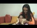 Сексуальная Юлия Ганус с красными ногтями душит лезбиянку