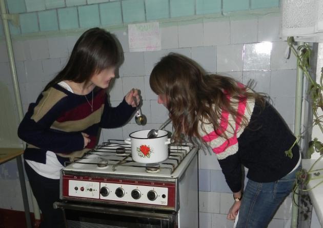 Студенты, пытавшиеся сделать пепельницу и черепа трупа женщины, сварили ее голову на кухне общежития