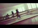 Девушка танцует под DubStep